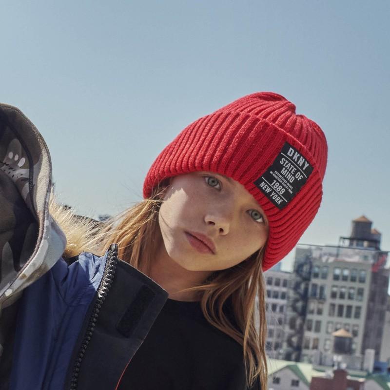 DKNY D31278-991 Czapka zimowa dziewczęca kolor czerwony