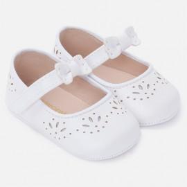 Mayoral 9814-49 Buciki dziewczęce dziurkowane dla niemowlaka kolor biały