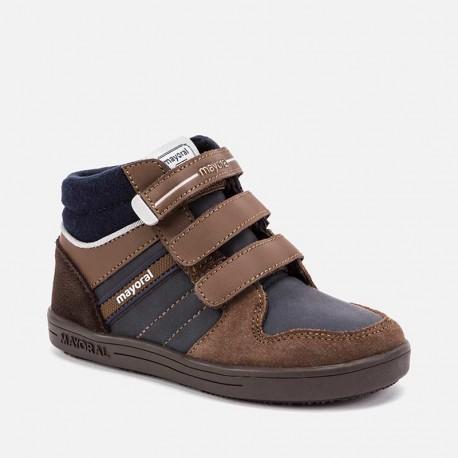 Buty przejściowe na trzy rzepy dla chłopaka Mayoral 46097-52 Czekolada